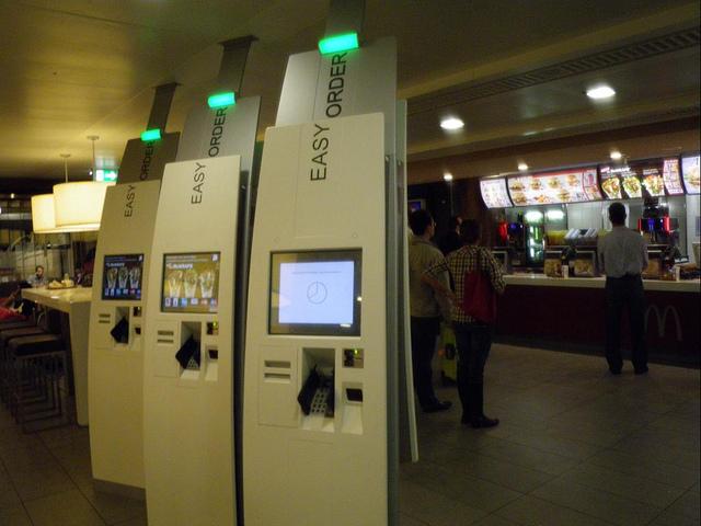 Автоматческая касса в МакДональде.