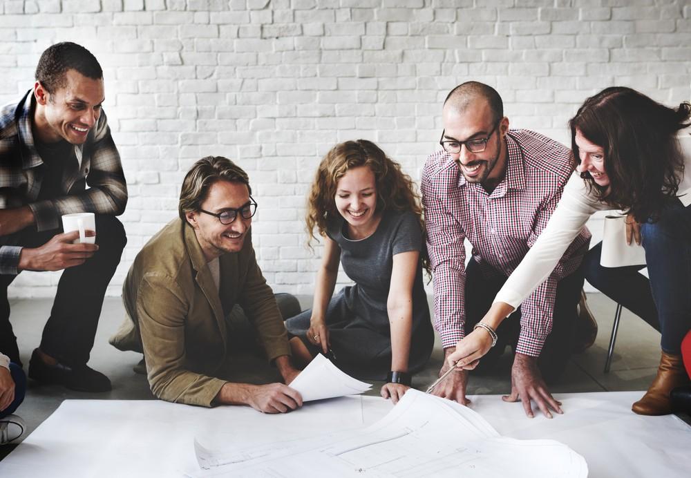 Для тимбилдинга важны совместные творческие задания.