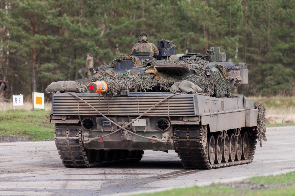 Германский танк Леопард 2А6 на учениях