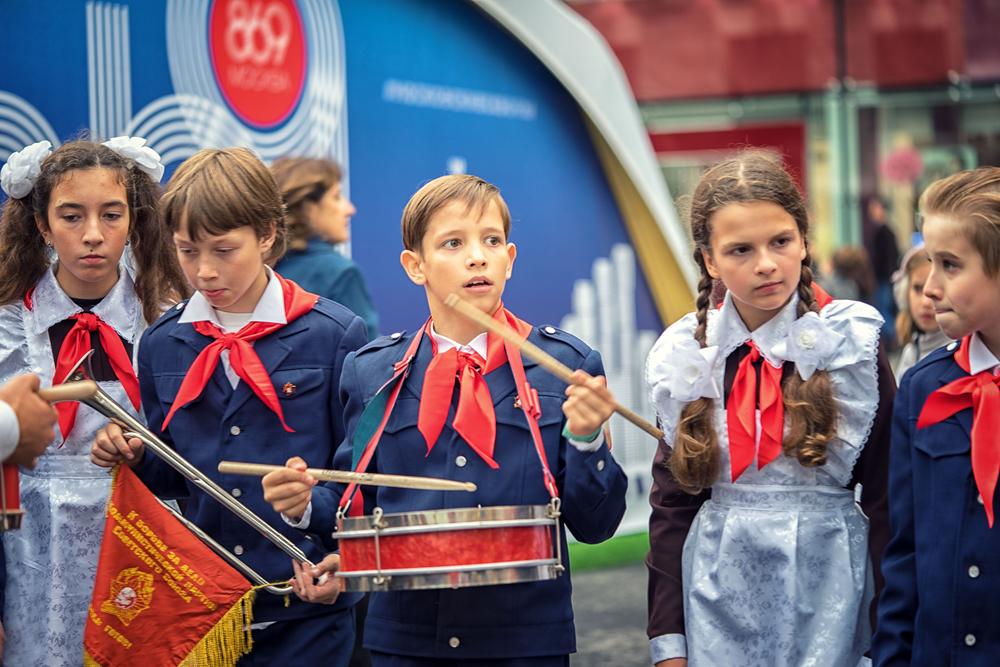 Пионеры на Тверской, празднование Дня города, Москва