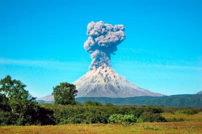 Извержение вулкана Каримский.