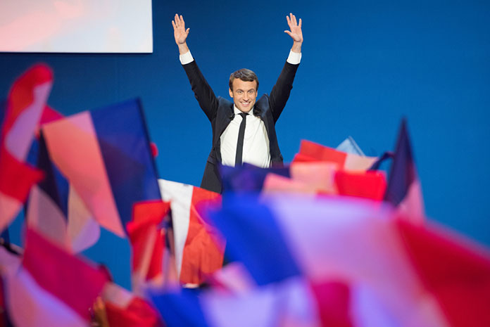 Эммануэль Макрон празднует первое место в президентских выборах