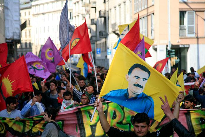 Курды празднуют традиционный праздник Науруз, март, 2016 год. Милан, Италия.