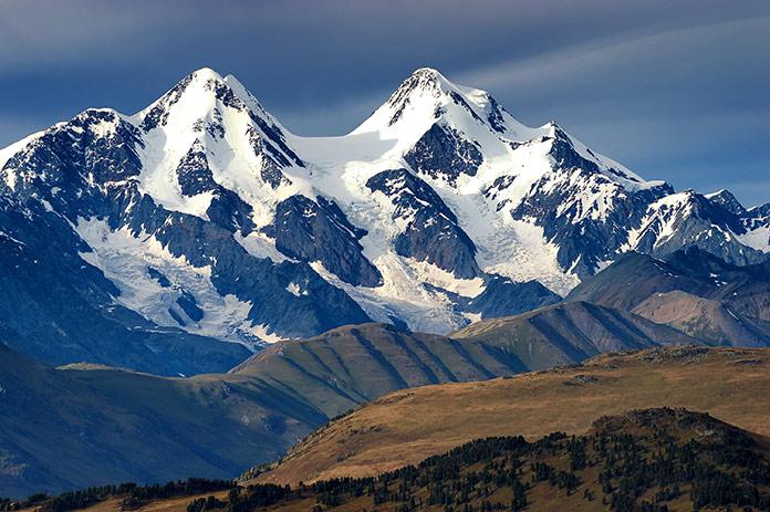 Гора Белуха. Вид двух из трех горных вершин из Казахстана.