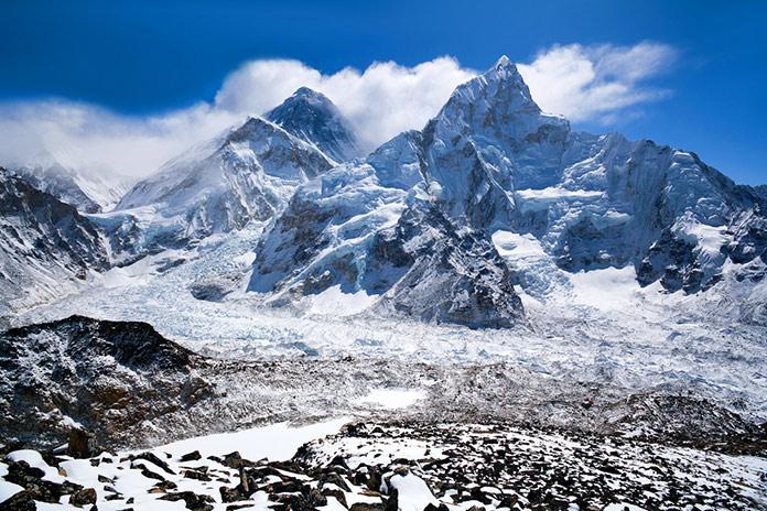 Эверест и Нупцзе в Национальном парке Сагарматха в Непале, Гималаи.