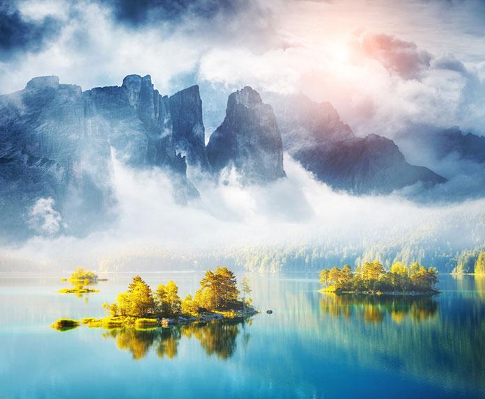 Знаменитое озеро Эйбзе. Курорт Гармиш-Партенкирхен баварских Альп