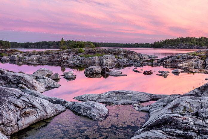 Бухта острова Такионлуодот на Ладожском озере, Республика Карелия, Северо-Запад России.