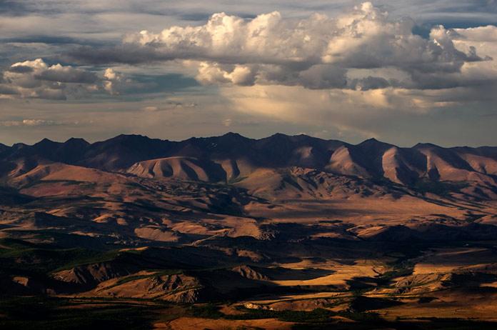 Высокогорные степные плато, Курай, Алтай, Россия.