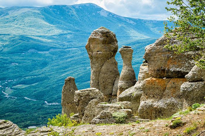 Скальные образования в горах Демерджи, Долина Приведений, Крым.