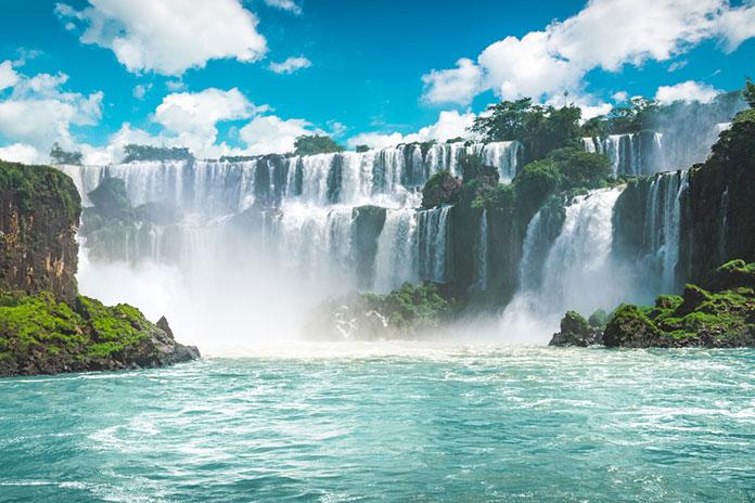 Водопады Игуасу в Бразилии.