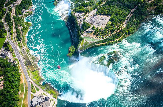 Ниагарский водопад с высоты птичьего полета с вертолета, канадский водопад, Канада