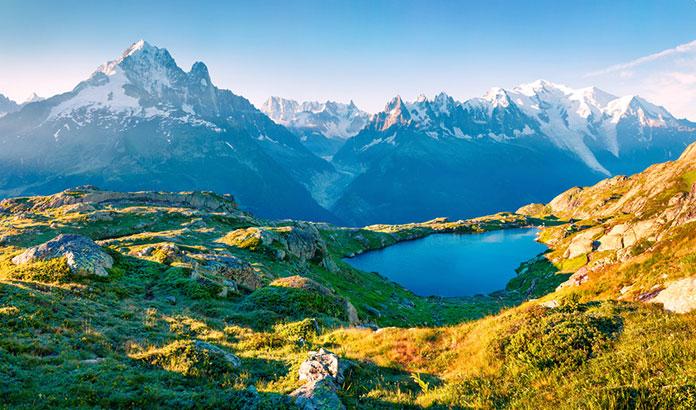 Озеро Лак-Блан с видом на Монблан (Монте Бьянко), Шамони.