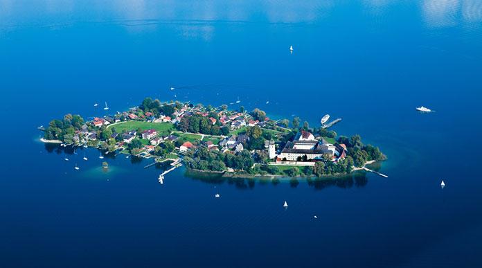Острова Фрауенинзель на озере Кимзее, Бавария