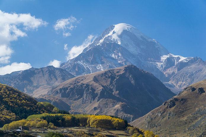 Гора Казбек, вид из Степанцминда< городка в Грузии