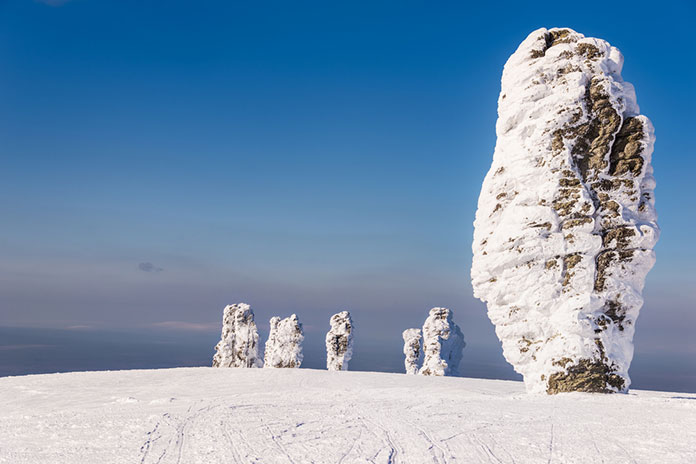 Шаман и его братья. Столбы выветривания плато Маньпупунер, Коми, Россия.