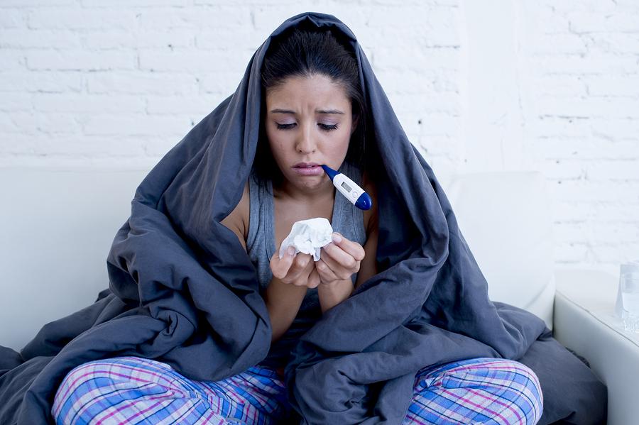 Болеющая девушка