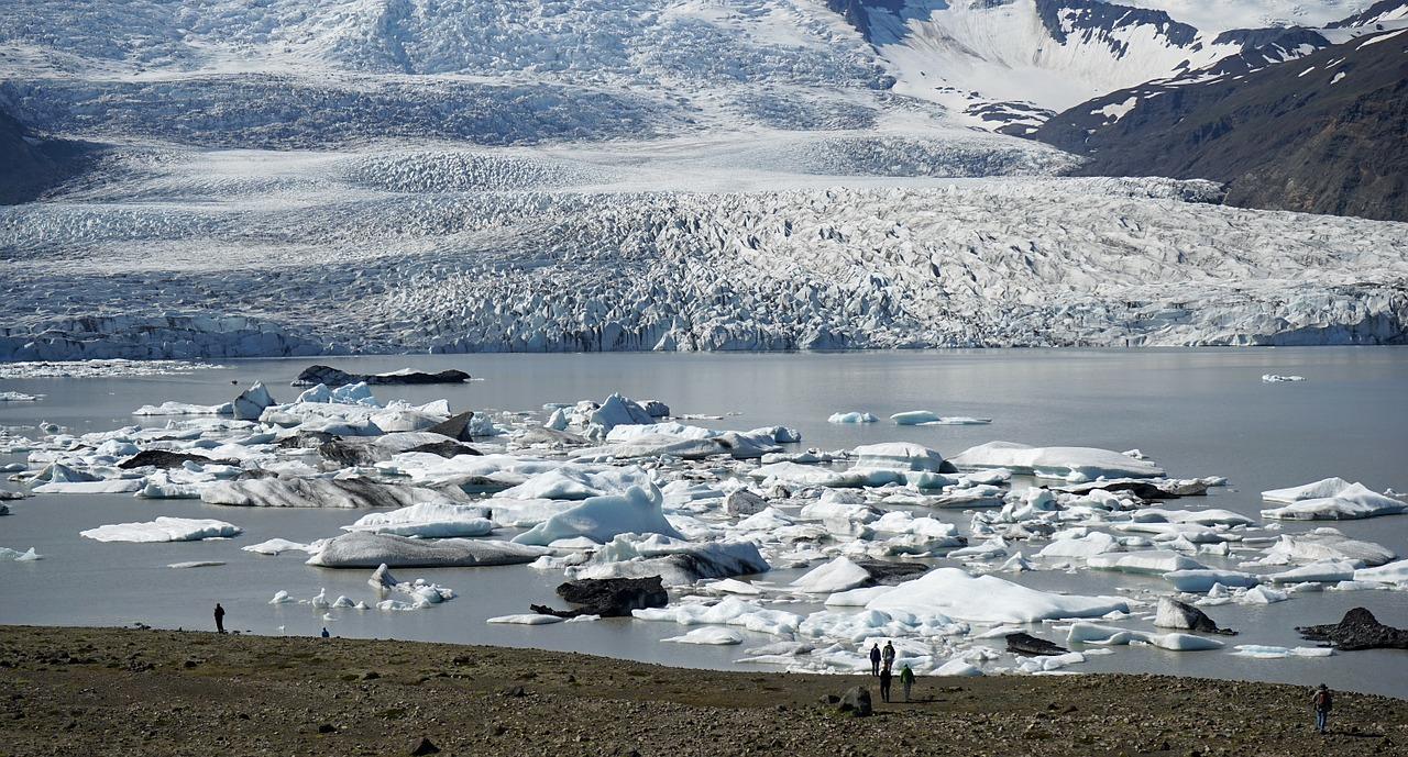 Язык ледника Ватнайёкюдль,
