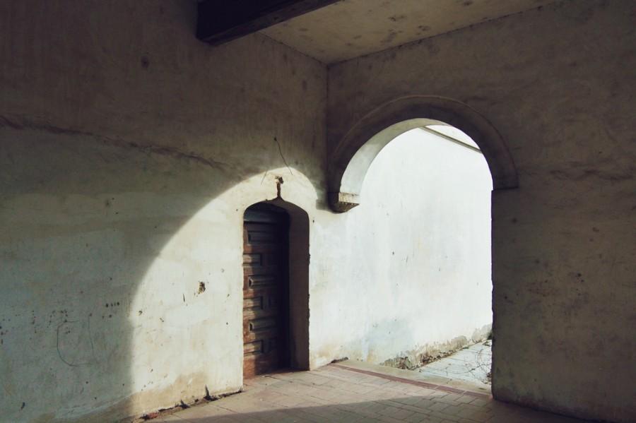 арка, дверь, свет