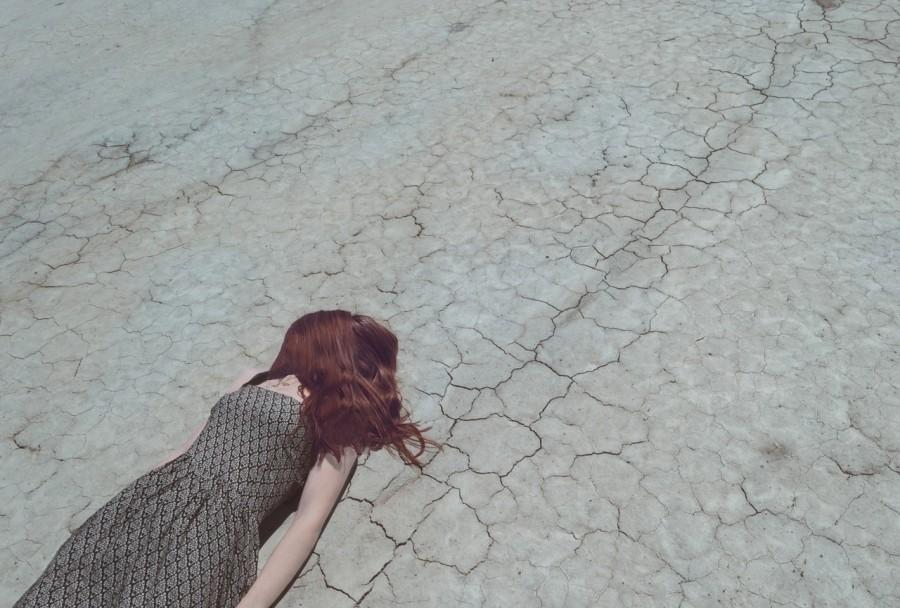 девушка, рыжая, депрессия, дорога