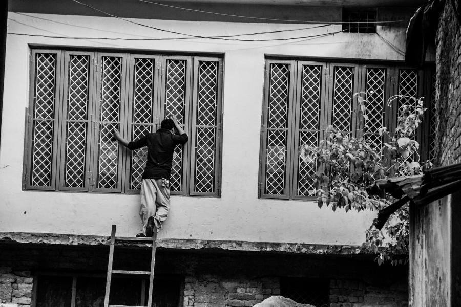 город, окна, мужчина, лестница