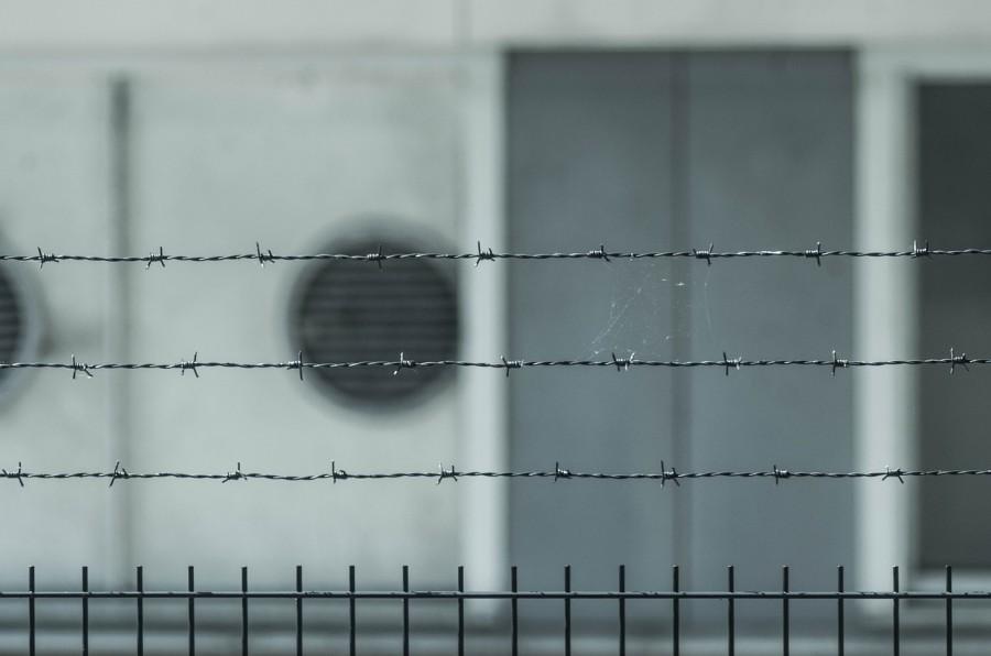 тюрьма, забор