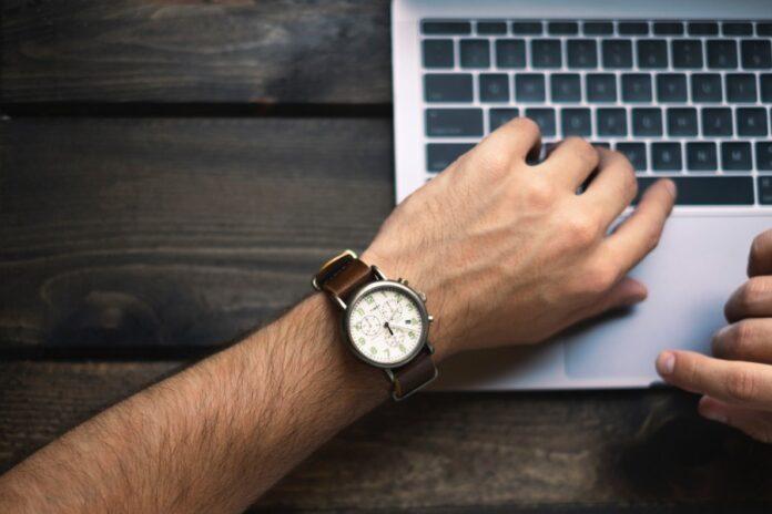 часы, ноутбук, работа