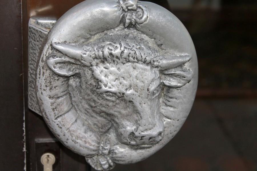дверная ручка, корова, бык