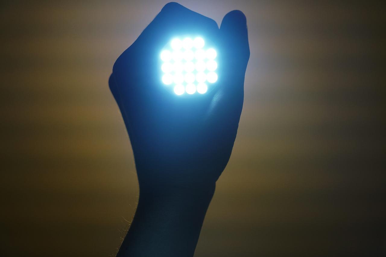 светодиод, бор, яркость