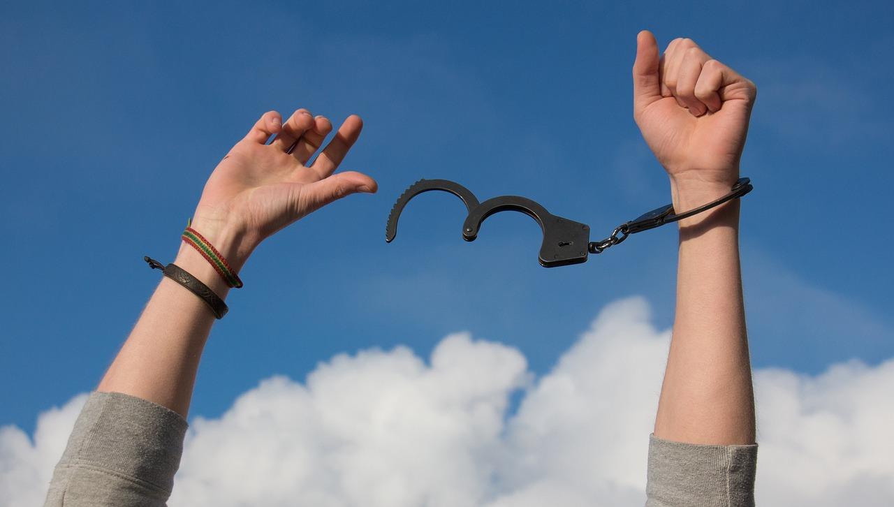 зависимость, свобода, наручники