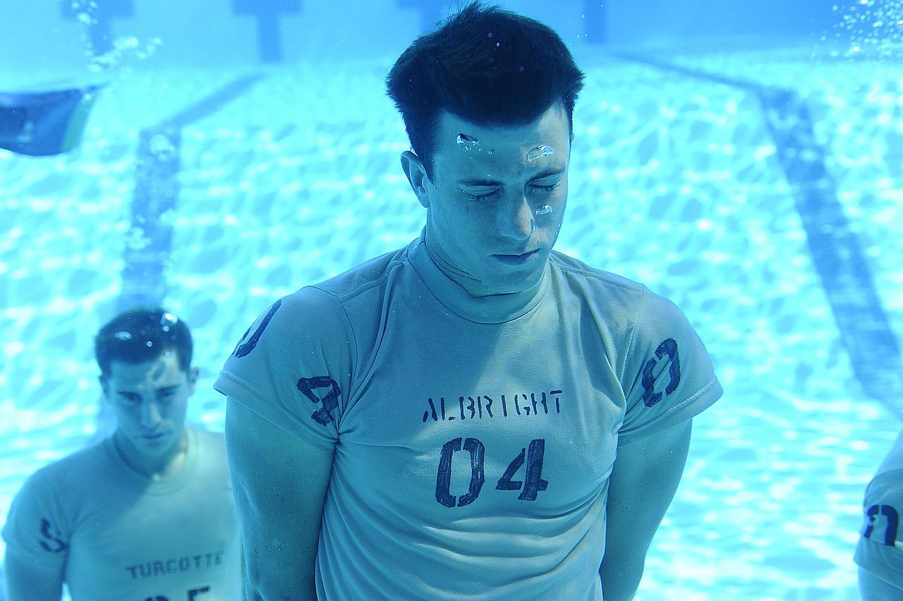под водой, мужчина, дыхание