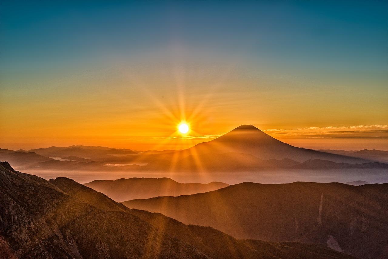 Солнце, горы, рассвет