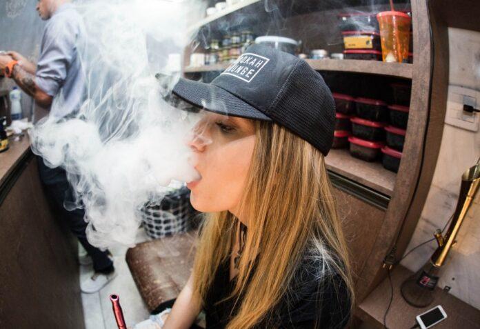 вейп, вейпер, курит, девушка