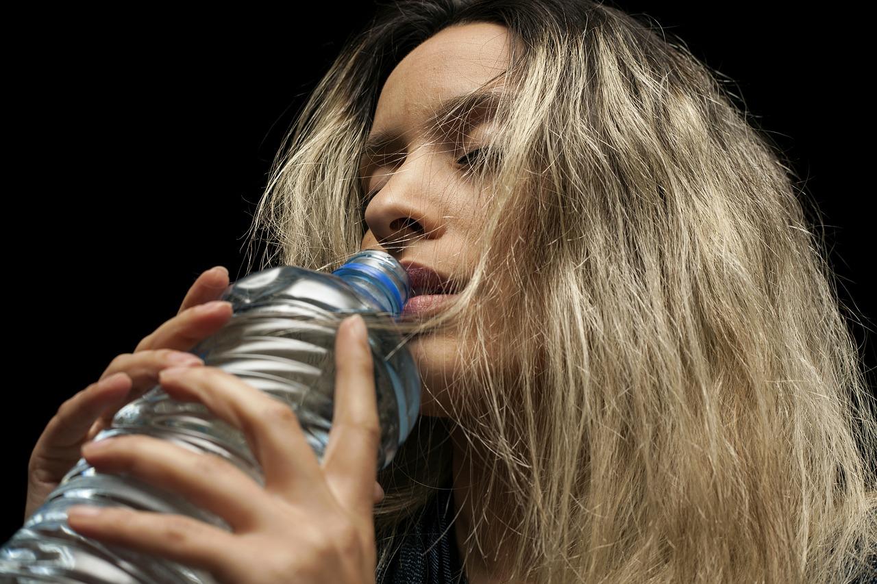 женщина, вода, пить