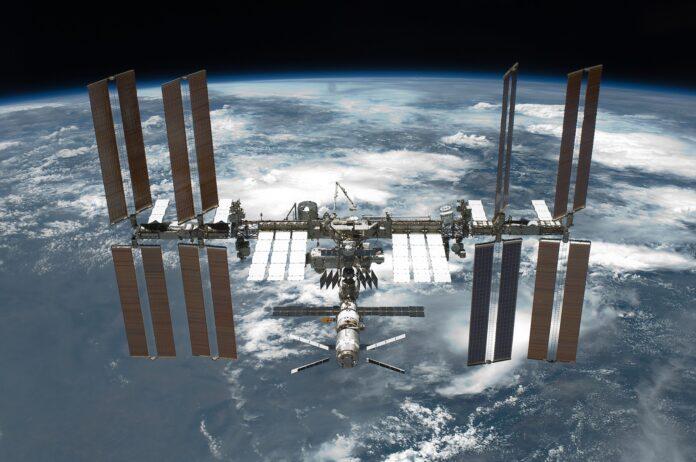 МКС, космический мусор