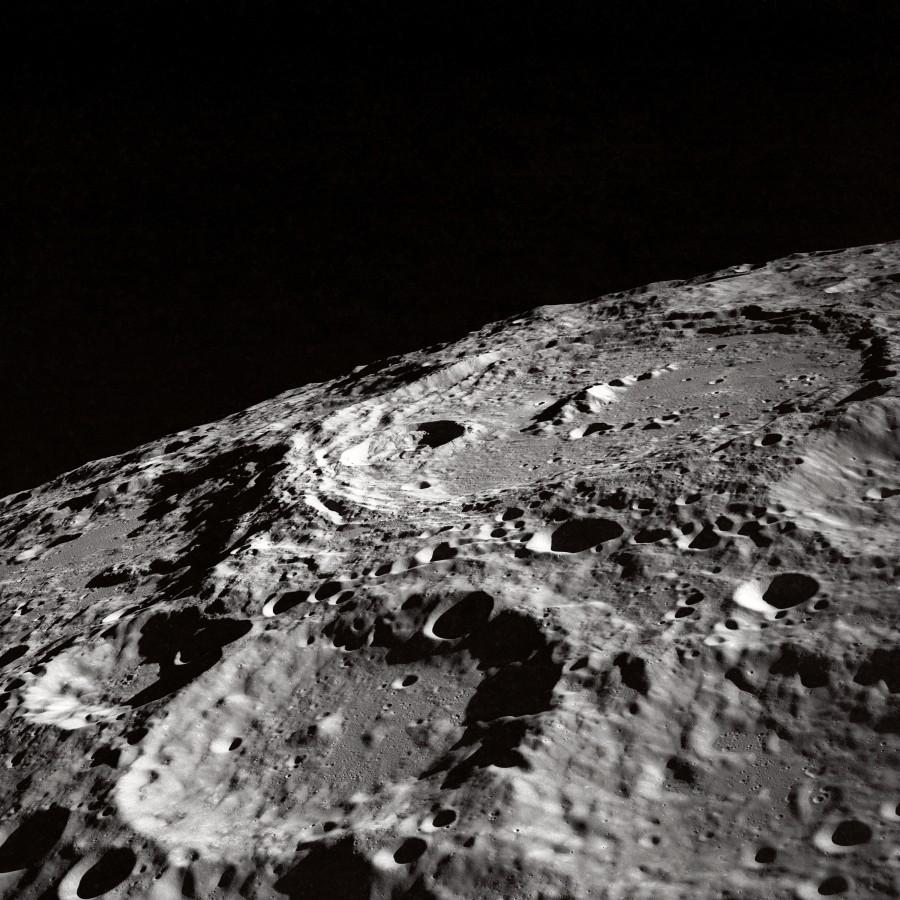 Поверхность луны, источник: NASA