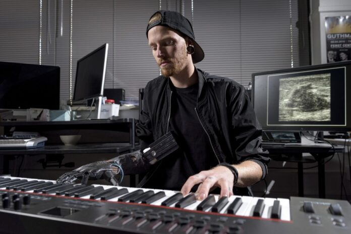 Протез, музыкант, рука
