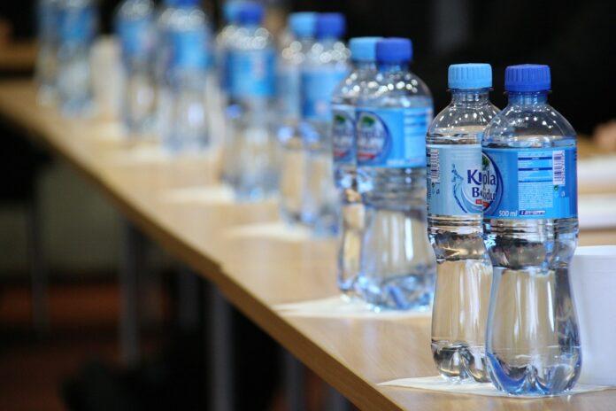 вода, бутылка, челендж