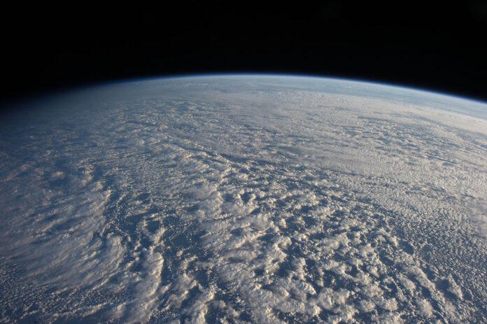 Земля, космос, облака, атмосфера