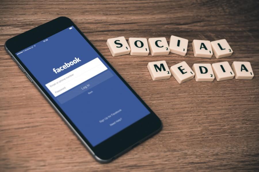социальная сеть, фэйсбук, смартфон