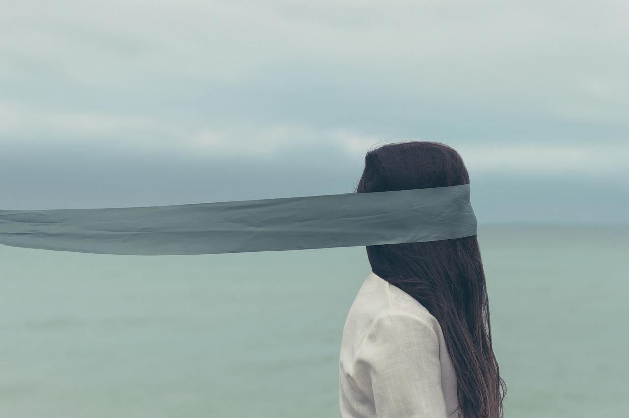 Женщина, море, слепой, повязка