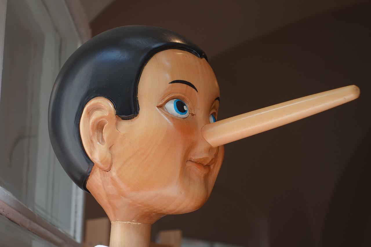 Пиноккио с большим носом, лжец