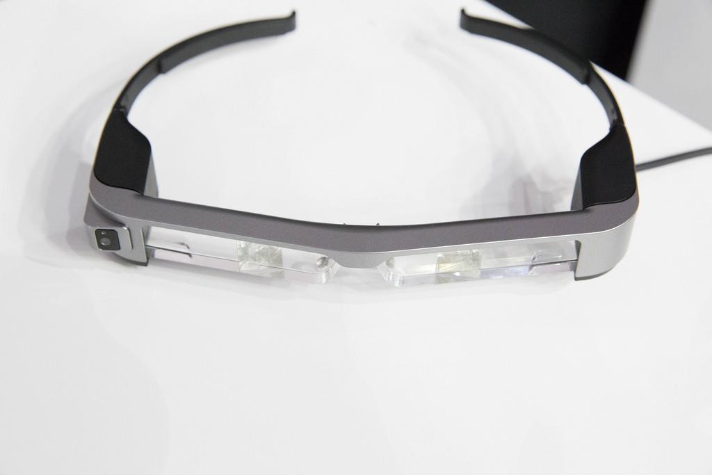 AR-очки от Epson