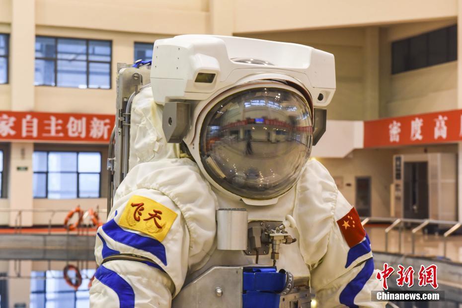 Подводный скафандр, в котором будут тренироваться китайские астронавты